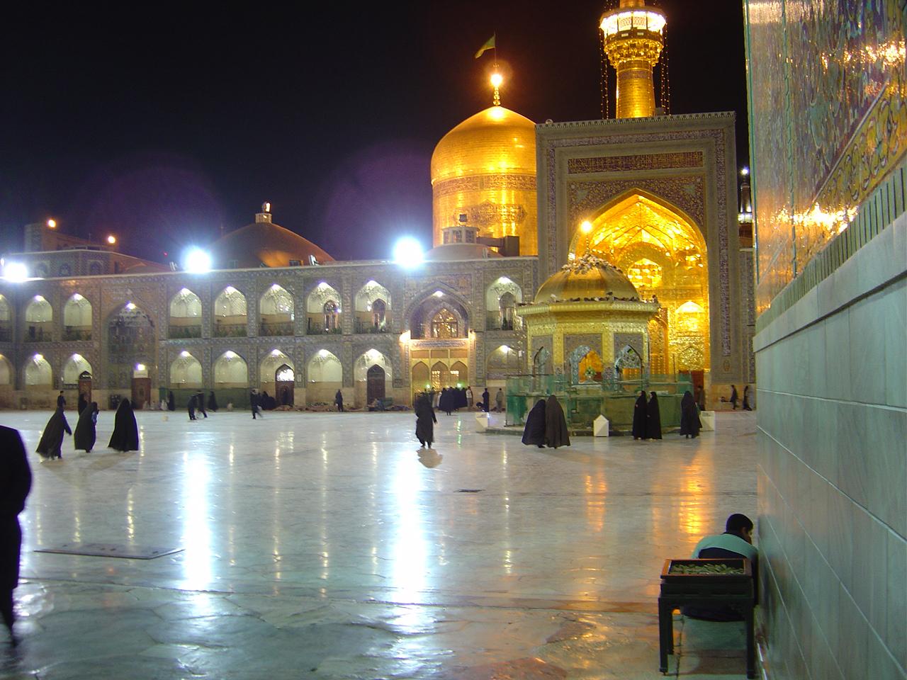 http://www.sibtayn.com/swf/gallery/images/shahrha/mashhad/reza/ghonbad_reza/pic3/pic85.jpg