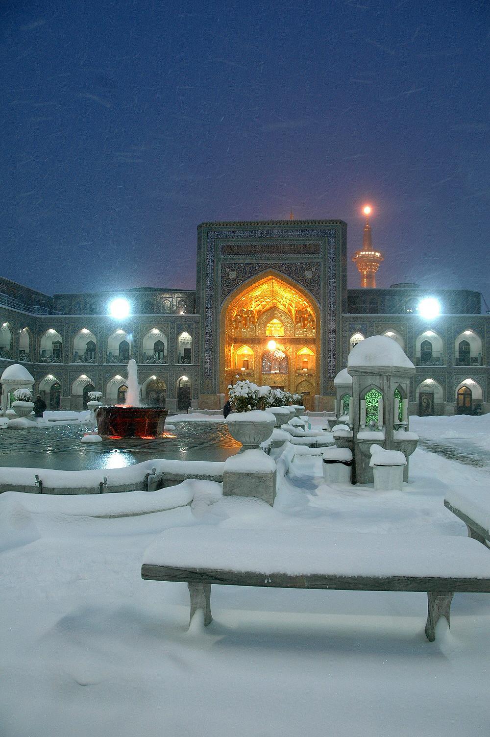 http://www.sibtayn.com/swf/gallery/images/shahrha/mashhad/reza/sahan_reza/pic3/pic15.jpg