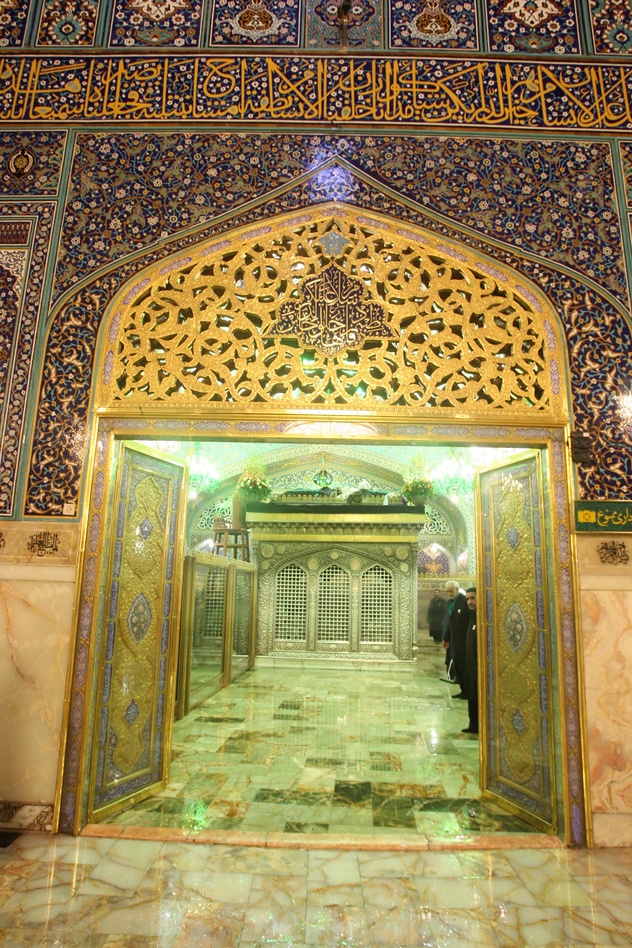 http://www.sibtayn.com/swf/gallery/images/shahrha/mashhad/reza/zarih_reza/pic3/pic24.jpg